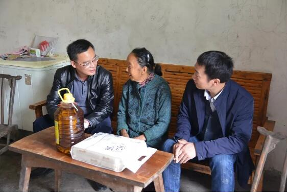 Help the Shengli Village Party to promote poverty alleviation